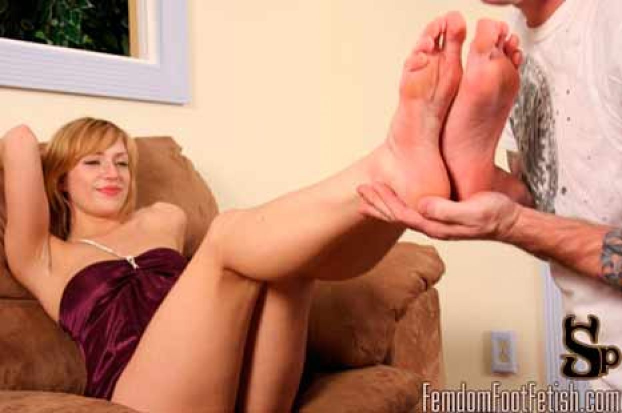 FemdomFootFetish
